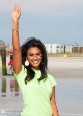 2014_Miss_America_Nina_Davuluri_dips_her_toe_in_the_surf_