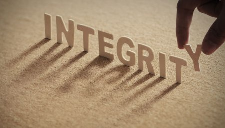 Integrity-How-We-Live-When-No-One-Is-Watching.jpg